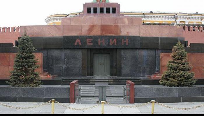 Союз архитекторов России начал приём заявок на Всероссийский конкурс на лучшую концепцию по ре-использованию мавзолея Владимира Ленина на Красной площади в Москве.